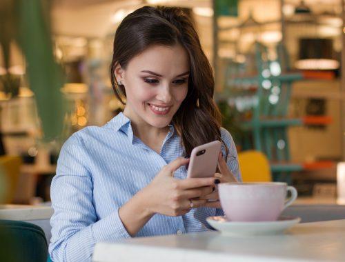 woman sexting